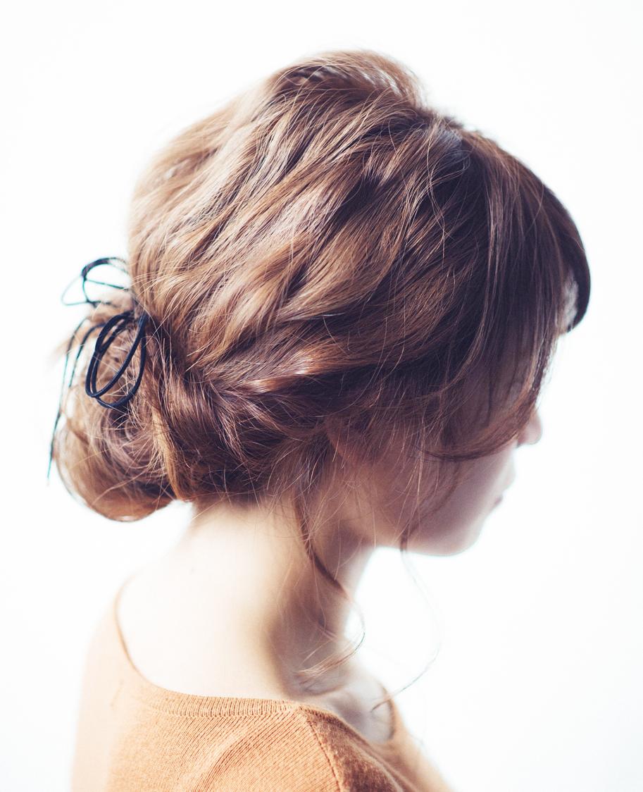 まとめ髪|革ひもアレンジ