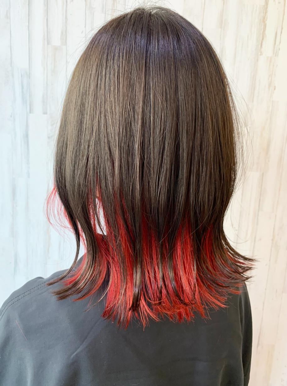 黒髪セミロング×レッド系インナーカラー